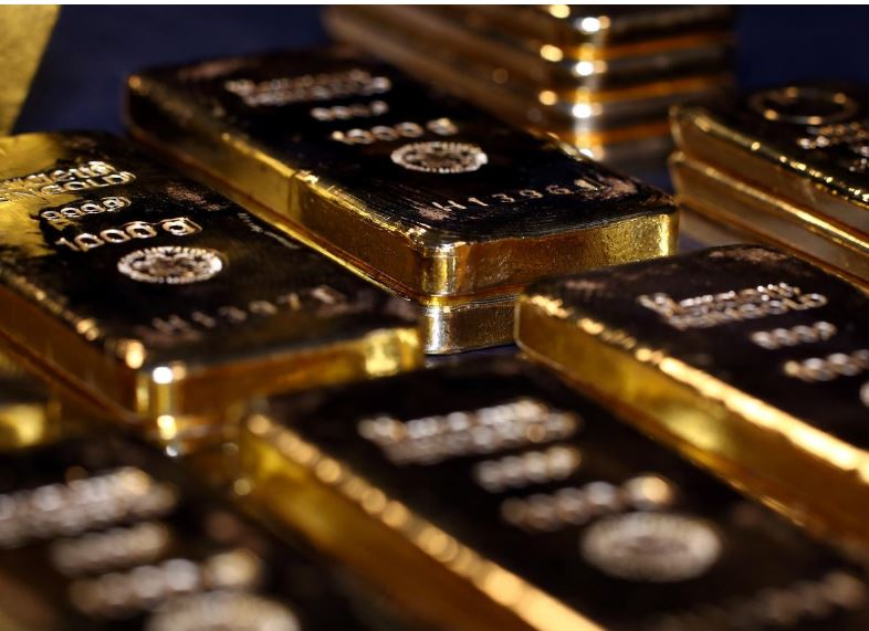 Gold shines on falling dollar, yields; global stimulus supports shares