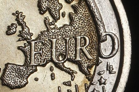 EUR/USD Price Forecast – Euro Continues Consolidation
