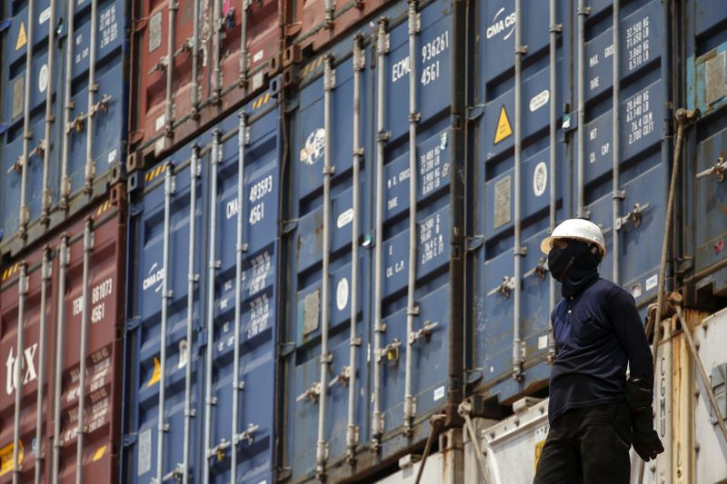 Thai exports may shrink by 15% this year: shippers