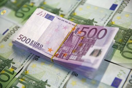 EUR/USD firmer, leaps to daily highs near 1.1650