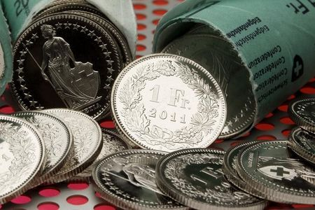 USD/CHF climbs to fresh session tops, around 0.9075 region