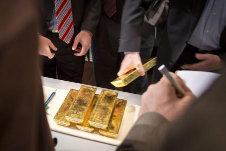 Gold prices tumble 2% as 10-year Treasury surges above 1.75% and dollar rises