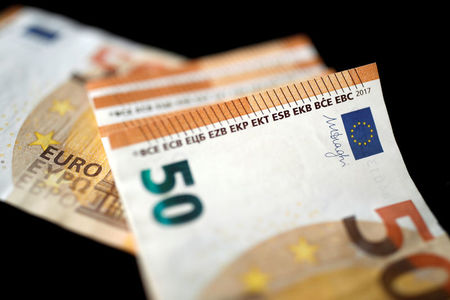 EUR/USD to fall below 1.20 amid concerns about a patchy recovery