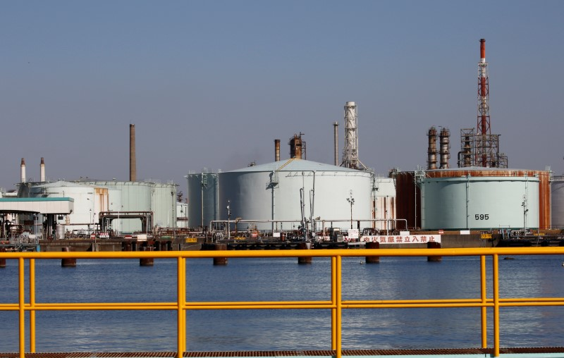 Oil Heads for Back-to-Back Weekly Gain as Commodities Power On